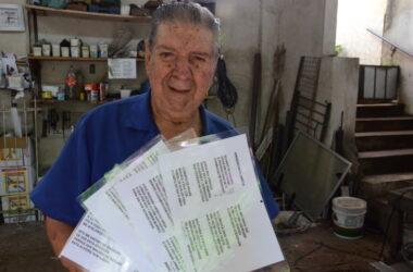 Entre a ferramenta e a caneta: aposentado possui vasto acervo de poemas
