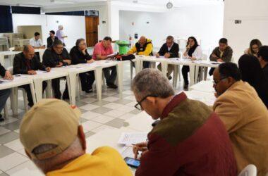 Ataques contra direitos dos trabalhadores e aposentados pautaram reunião intersindical