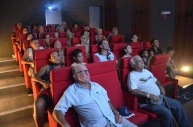 """Sessão Pipoca lotada com """"Os Três Patetas"""""""