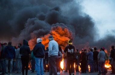 Trabalhadores fecham rodovia em protesto às reformas do governo Temer