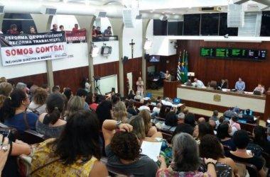 Dirigente da Intersindical utiliza tribuna livre e fala das reformas trabalhista e da Previdência