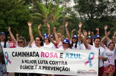 Outubro Rosa e Azul: caminhada alerta sobre a importância da prevenção