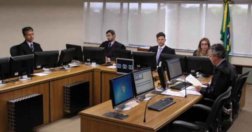 Maioria do TRF-4 vota por condenar Lula a 12 anos de prisão