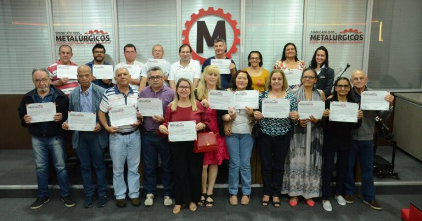 Escola do Metalúrgico certifica alunos dos cursos de informática básica e avançada