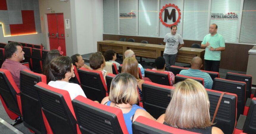 Escola do Metalúrgico: alunos de informática e smartphone recebem certificados