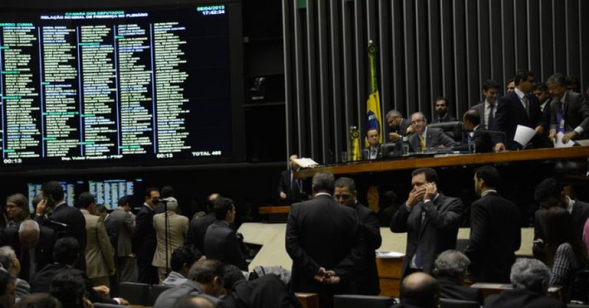 Câmara aprova terceirização, mas a luta continua no Senado