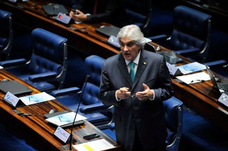 """""""Não podemos arrebentar as contas da Previdência"""", disse o líder do governo, Delcídio do Amaral."""