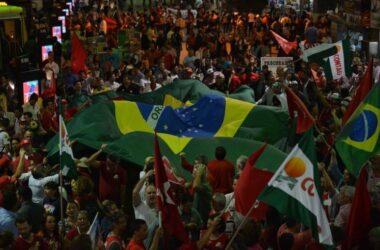 Movimentos e centrais ocupam ruas pela democracia e contra recessão