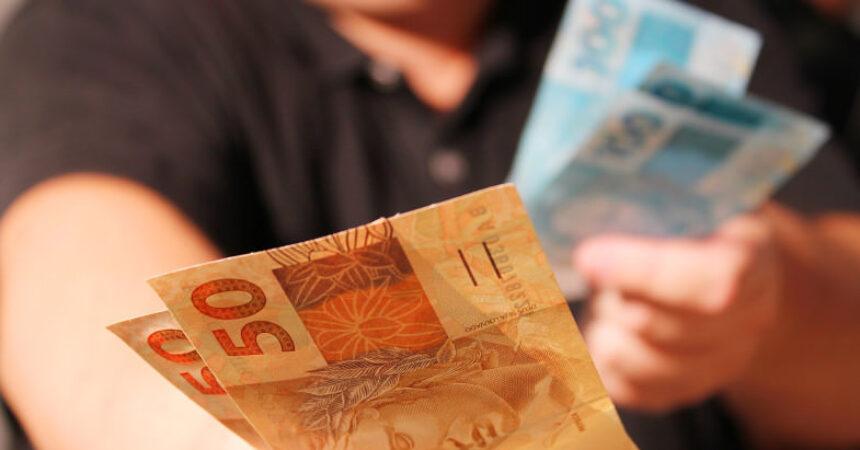 Publicado decreto que garante adiantamento de parte do 13 º salário a aposentados