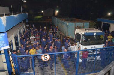 Trabalhadores da Sifco e Sindicato bloqueiam portarias para impedir saída de carga