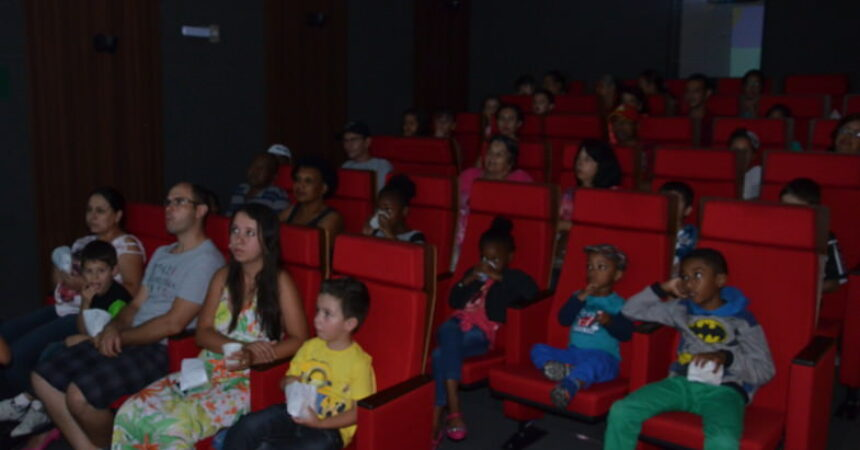 """Cinema lotado em mais uma """"Sessão Pipoquinha"""""""