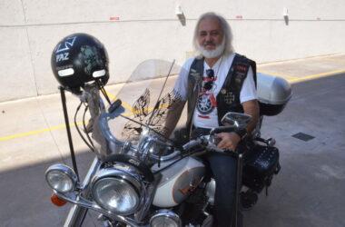 Fernandão numa moto: metal dentro e fora da empresa
