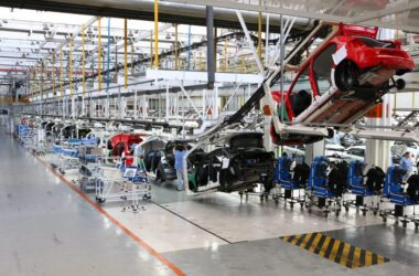 Volkswagen e sindicato fecham acordo para evitar 3,6 mil demissões no ABC