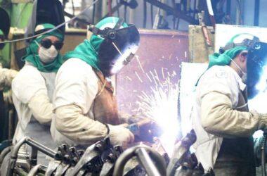 Pesquisa da CNI diz que produção industrial e empregos têm queda