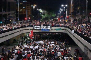 Ato na Avenida Paulista reúne 100 mil pessoas contra Temer