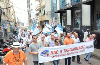 Em defesa dos direitos, sindicalistas ocupam centro de Jundiaí