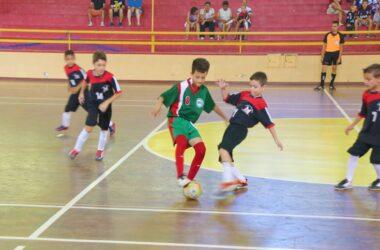 """Sindicato realiza """"peneira"""" para jogadores mirins de futsal"""