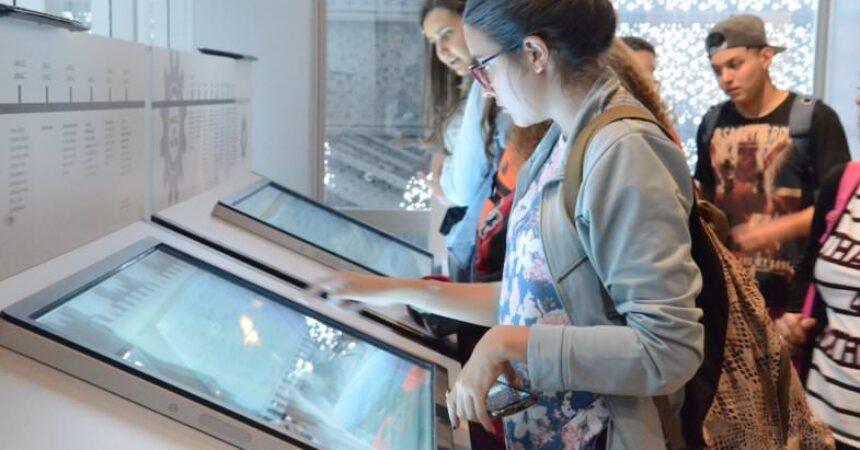 Secundaristas visitam o Museu do Metalúrgico