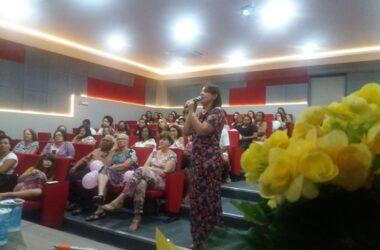 Mulheres de todas as idades, metalúrgicas ou não, lotam auditório pelo Dia da Mulher