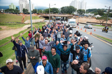Metalúrgicos da Neumayer Tekfor caminham do Distrito até o centro de Jundiaí