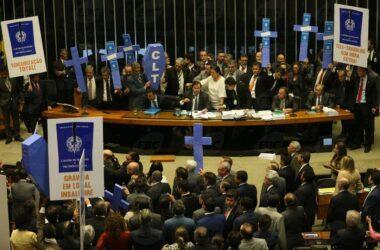 Câmara aprova Reforma que extermina com os direitos trabalhistas