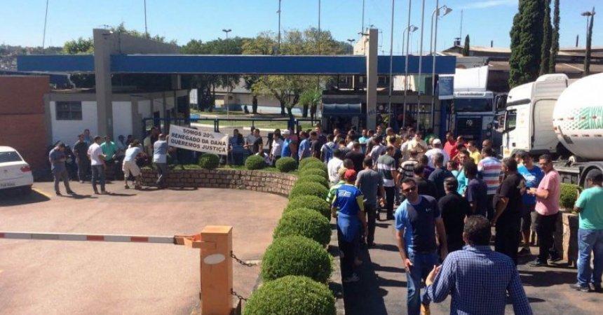 Em assembleia, demitidos da Sifco decidem por vigília na porta da empresa