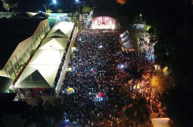 Grande sucesso o show de  Henrique & Juliano na arena externa do Espaço M