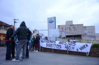 Sindicato e trabalhadores da Sifco/Dana fazem manifesto por pagamento dos 40% do FGTS