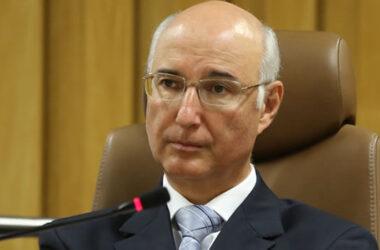 Ministro do TST diz que é preciso reduzir direitos para garantir empregos