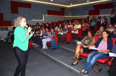 """""""Auto-estima é o quanto você se honra"""", ensina coach em palestra pelo Dia da Mulher"""