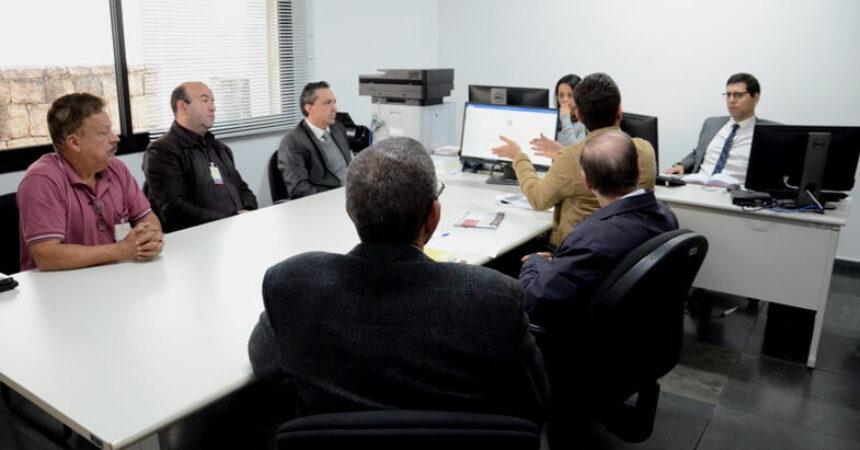 Centro de Reabilitação ao Trabalhador: sindicalistas e gestores municipais debatem o tema no MPT