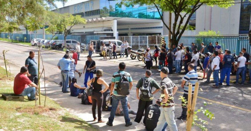 Trabalhadores da EBF Vaz cruzam os braços