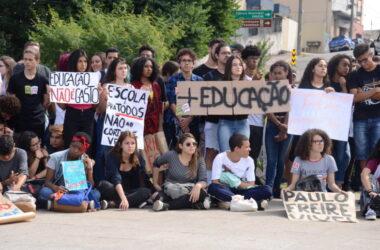 Estudantes e professores se mobilizam contra cortes na educação em Jundiaí