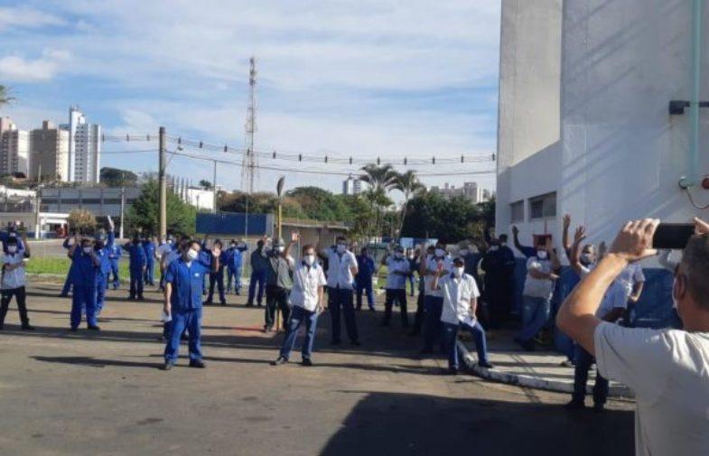 Trabalhadores da Dana aprovam acordo de manutenção do emprego